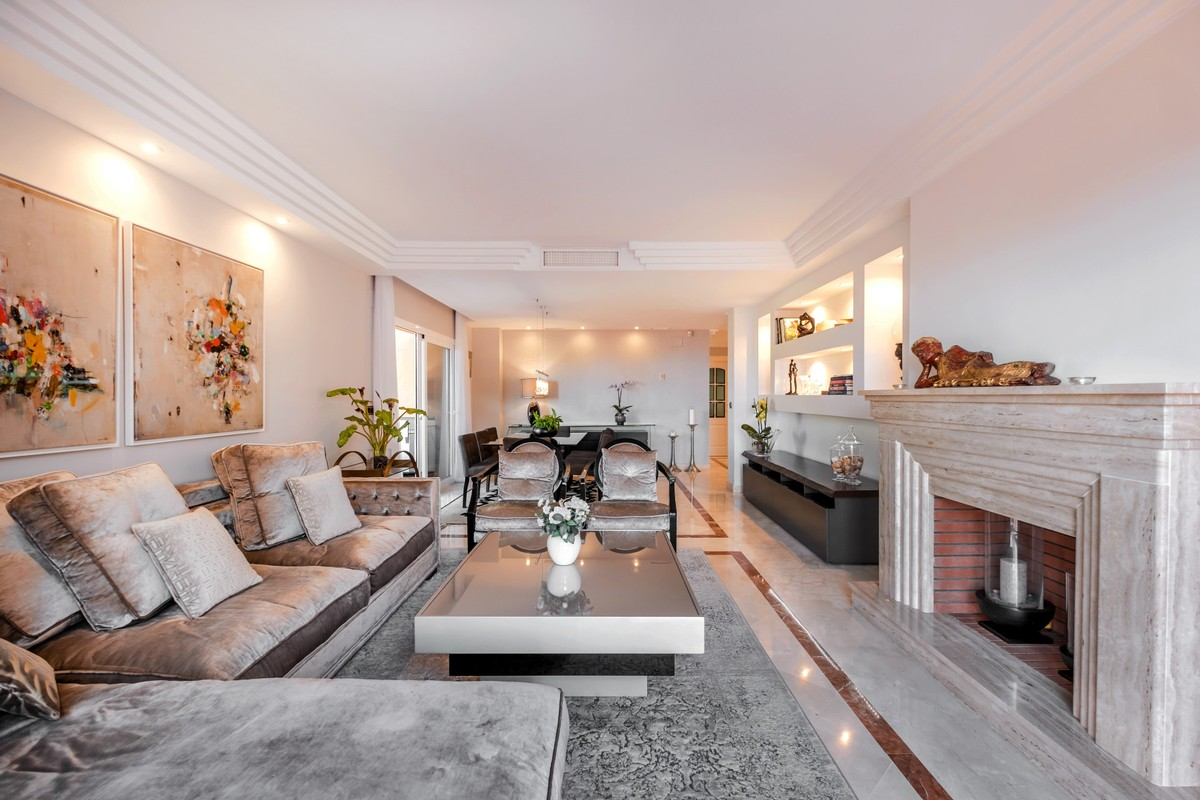 Large Luxury Penthouse with Sea Views in Milla de Oro (The Golden Mile), Marbella