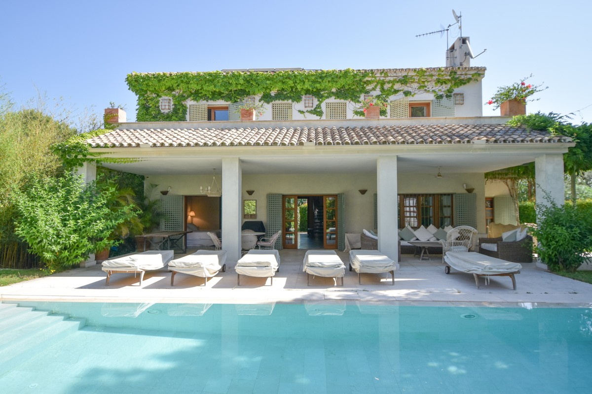 Large Beachfront Detached Villa with Panoramic Views in Elviria, Marbella