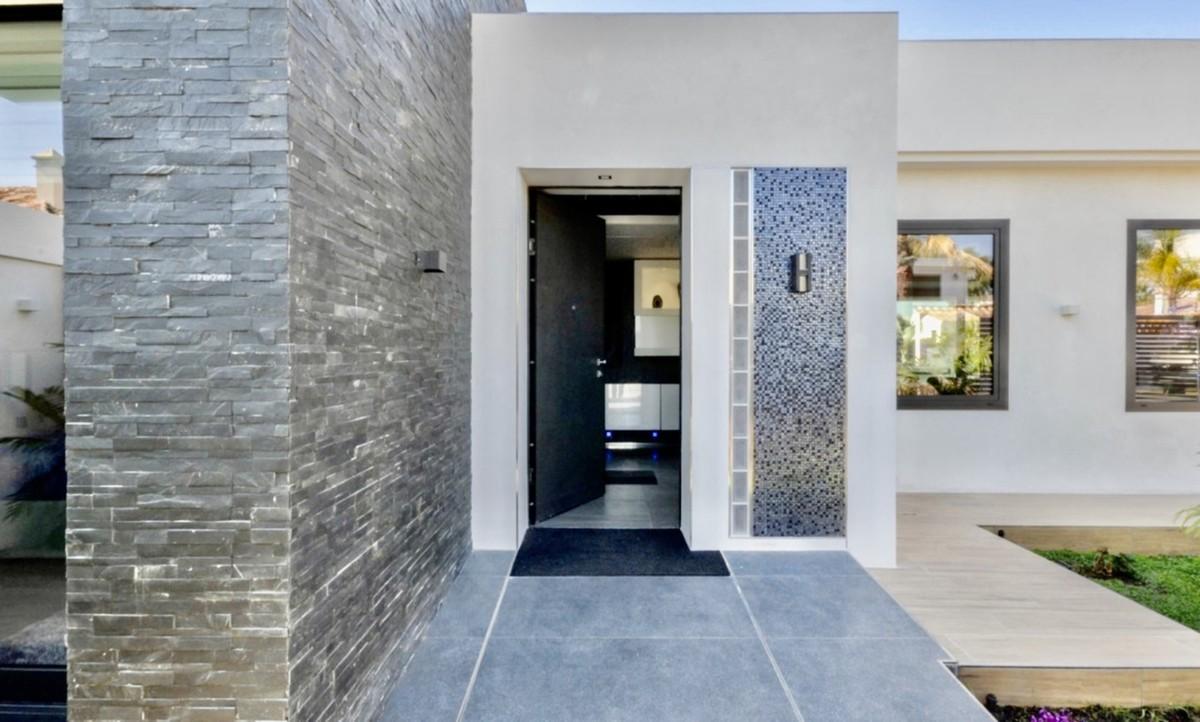 Luxury Detached Villa with Sea Views in Las Chapas, Marbella