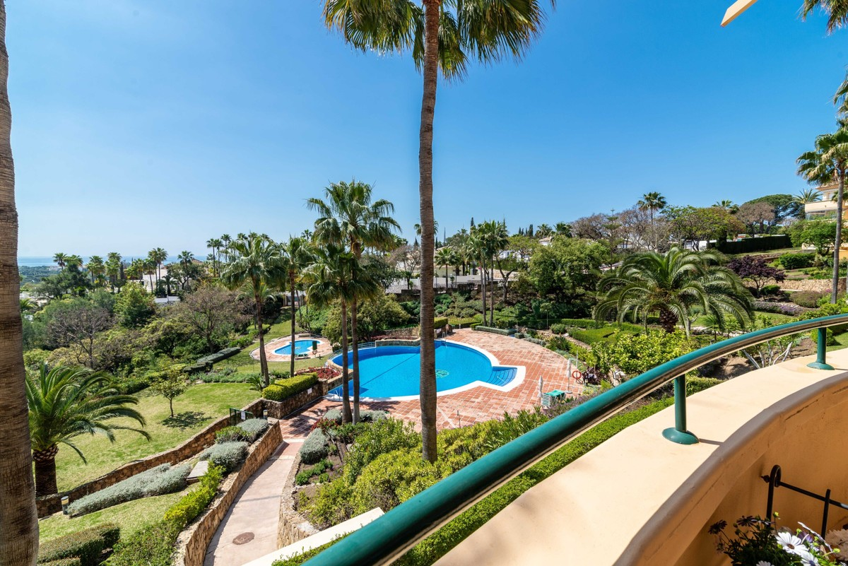 INVESTMENT Opportunity! Luxury Golf Middle Floor Apartment with Sea Views in Elviria, Marbella