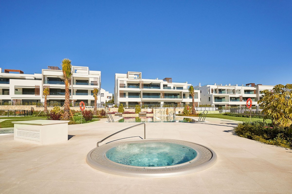 Large Penthouse with Sea Views in Estepona