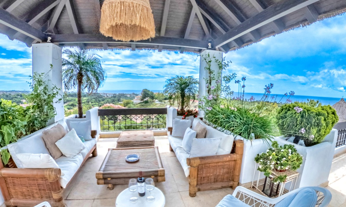 Large Penthouse with Sea Views in Marbella