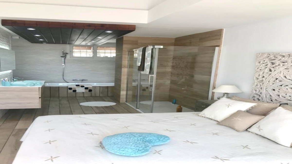 INVESTMENT Opportunity! Luxury Beachfront Middle Floor Apartment with Sea Views in Benalmádena Costa