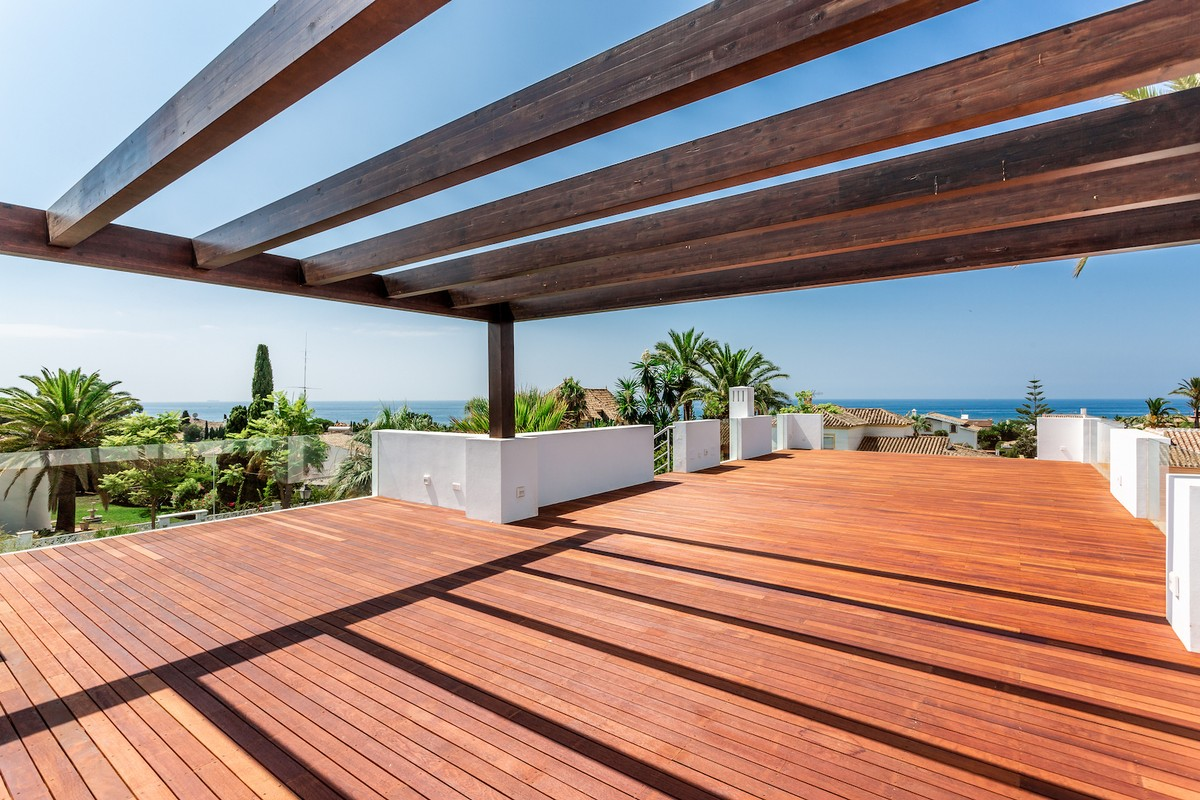 Large Luxury Golf Detached Villa with Sea Views in Las Chapas, Marbella