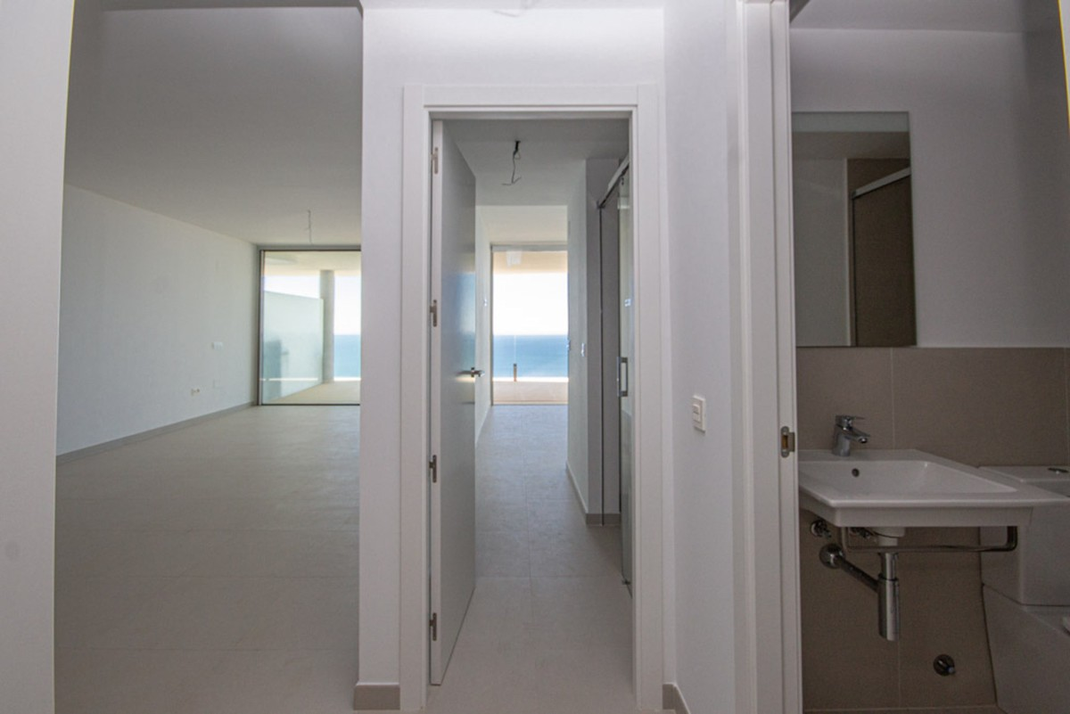 INVESTMENT Opportunity! Luxury Middle Floor Apartment with Sea Views in Benalmádena