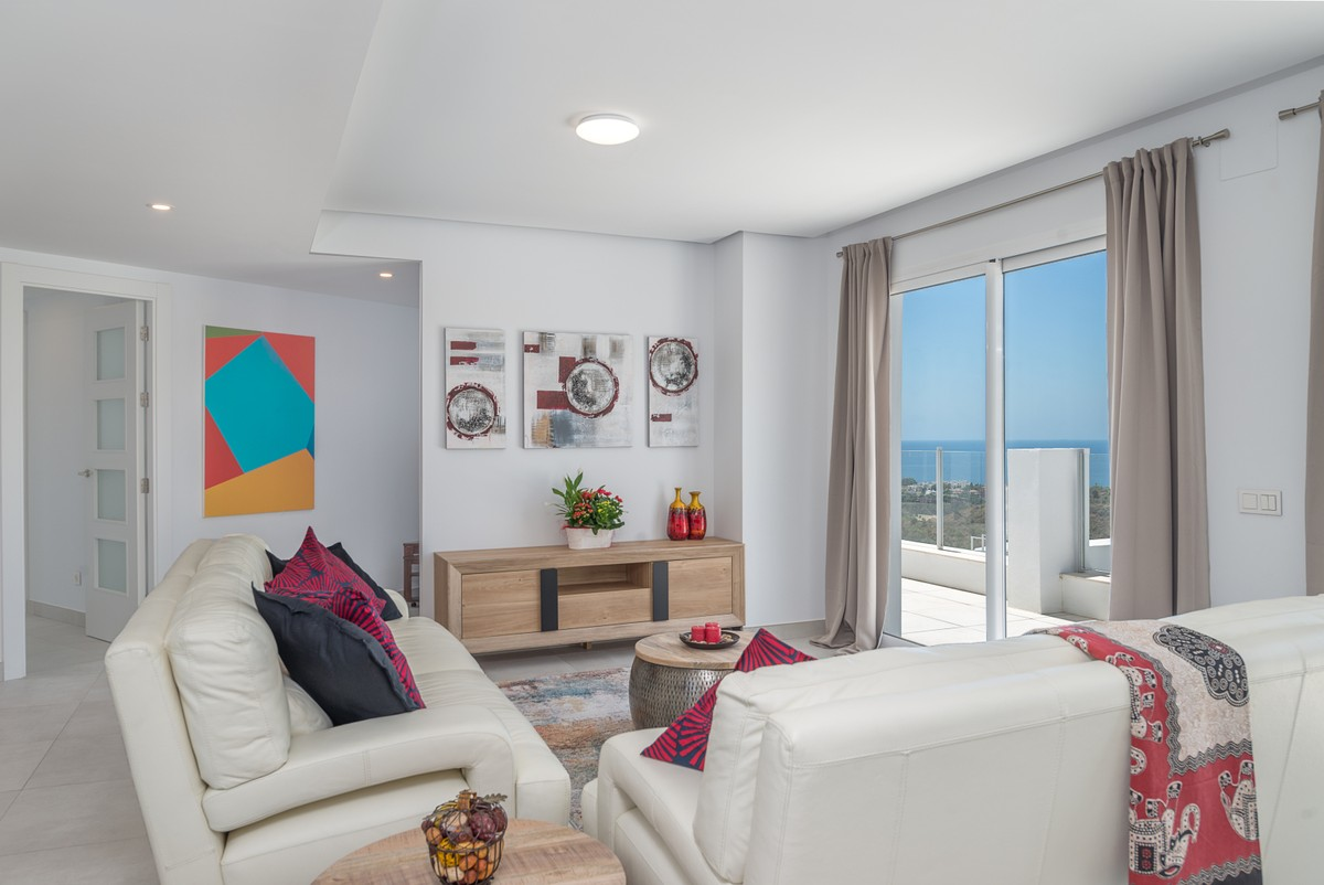 Large Luxury Penthouse with Sea Views in Los Monteros, Marbella