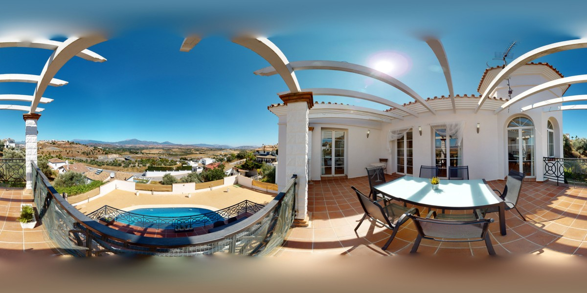 Large Detached Villa with Pool in Coín