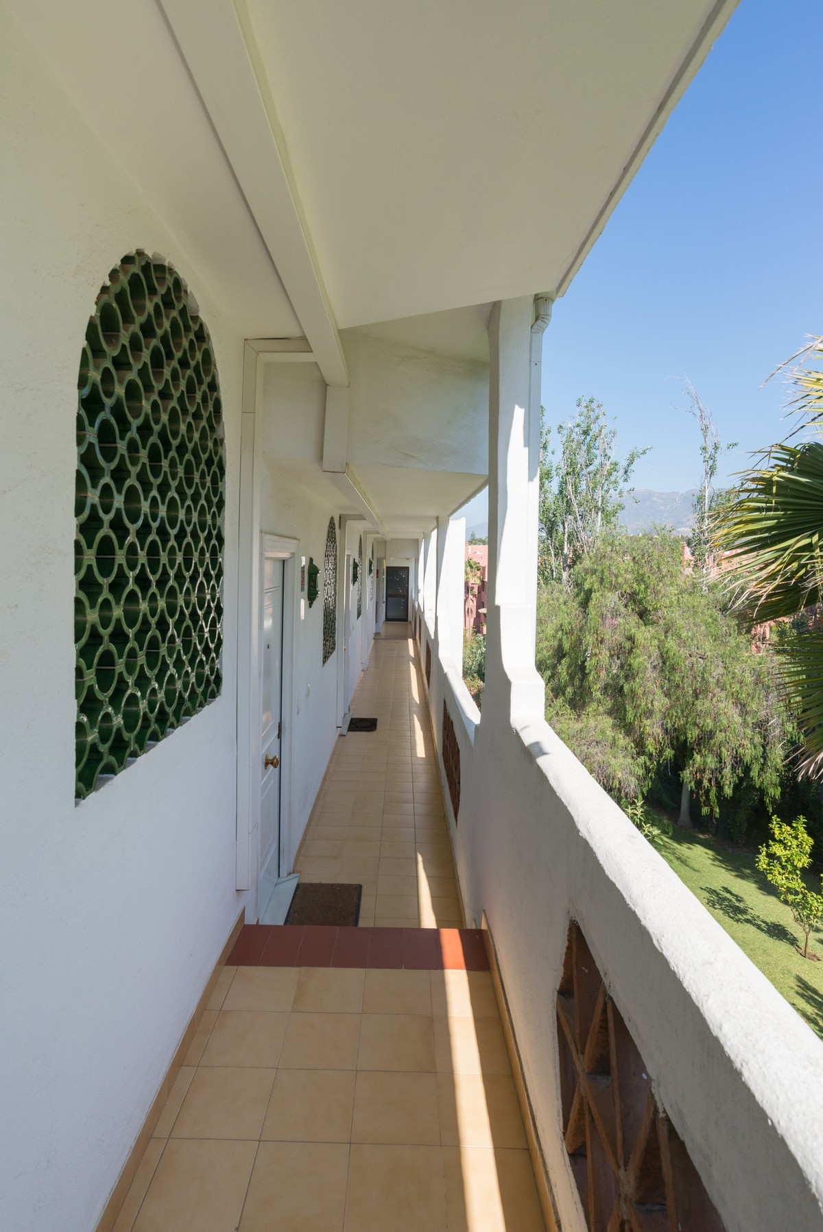 Large Penthouse with Sea Views in Las Chapas, Marbella