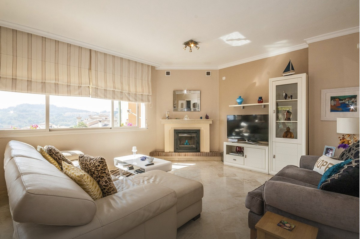 Large Penthouse with Sea Views in La Mairena, Ojén