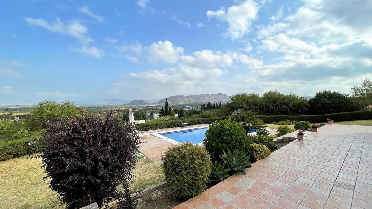 Detached Villa with Pool in Alhaurín el Grande