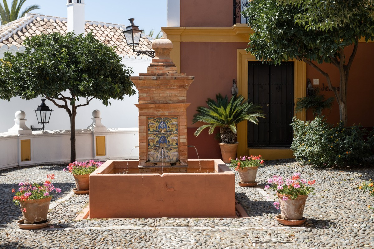 Detached Villa with Pool in Milla de Oro (The Golden Mile), Marbella