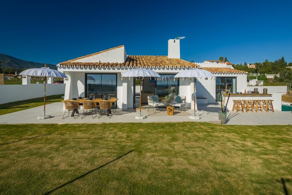 Detached Villa with Sea Views in Estepona
