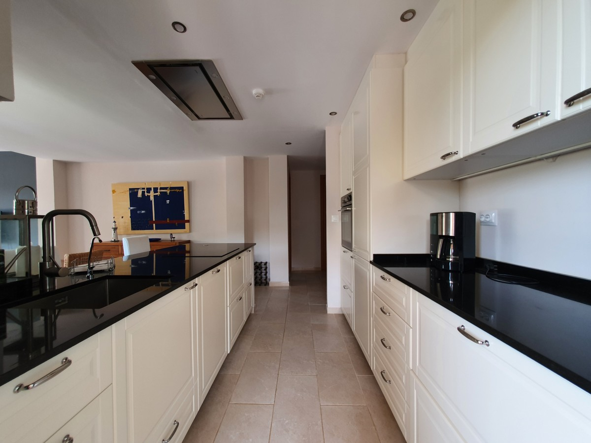 Large Golf Middle Floor Apartment with Pool in Río Real, Málaga
