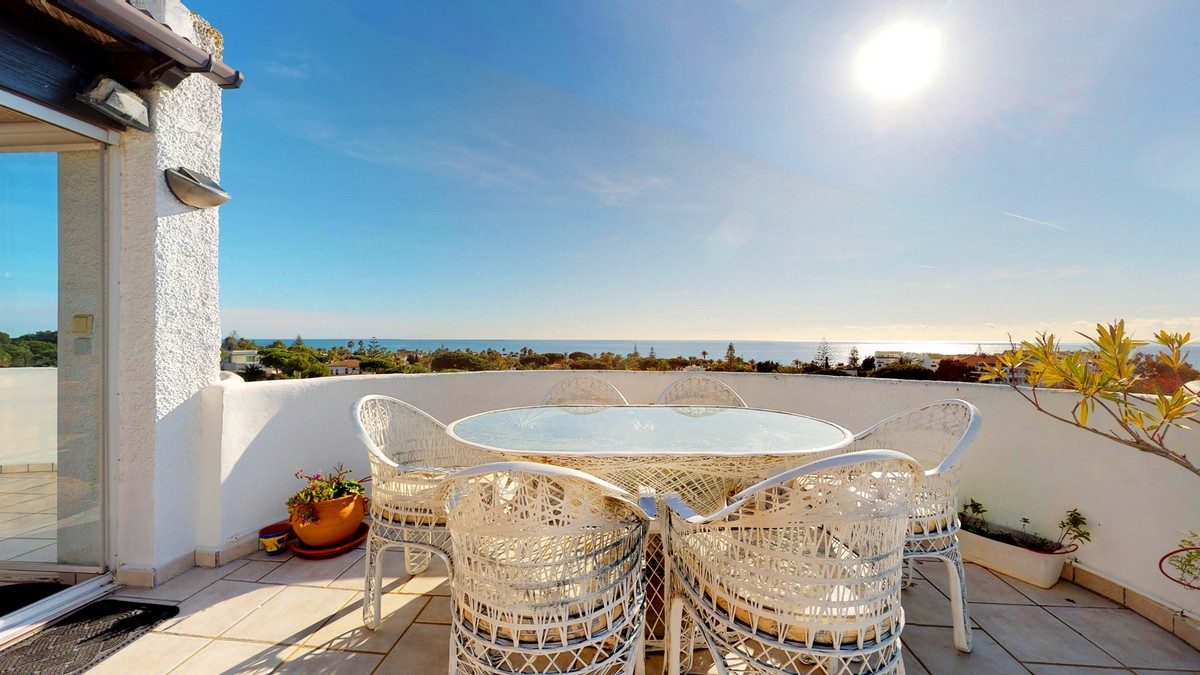 Penthouse with Sea Views in Marbesa, Marbella