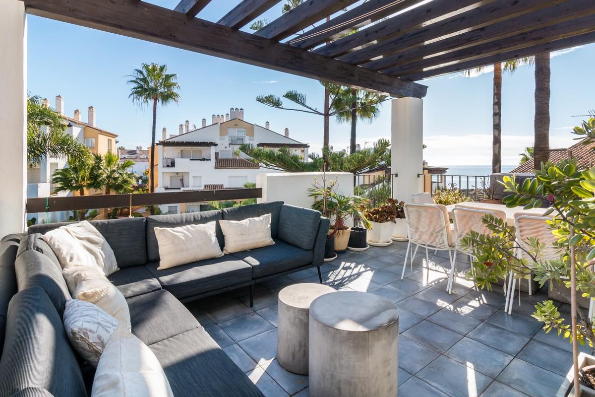 Large Luxury Beachfront Penthouse with Sea Views in Bahía de Marbella