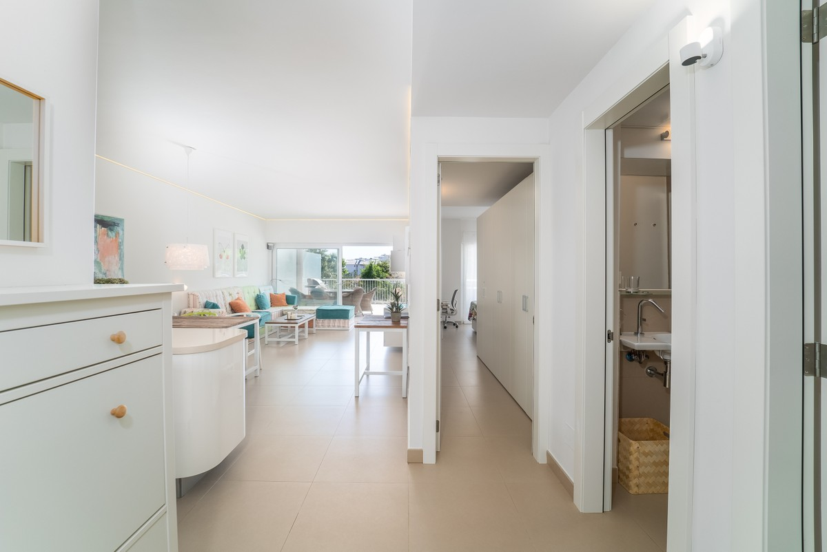 Middle Floor Apartment with Sea Views in Benalmádena