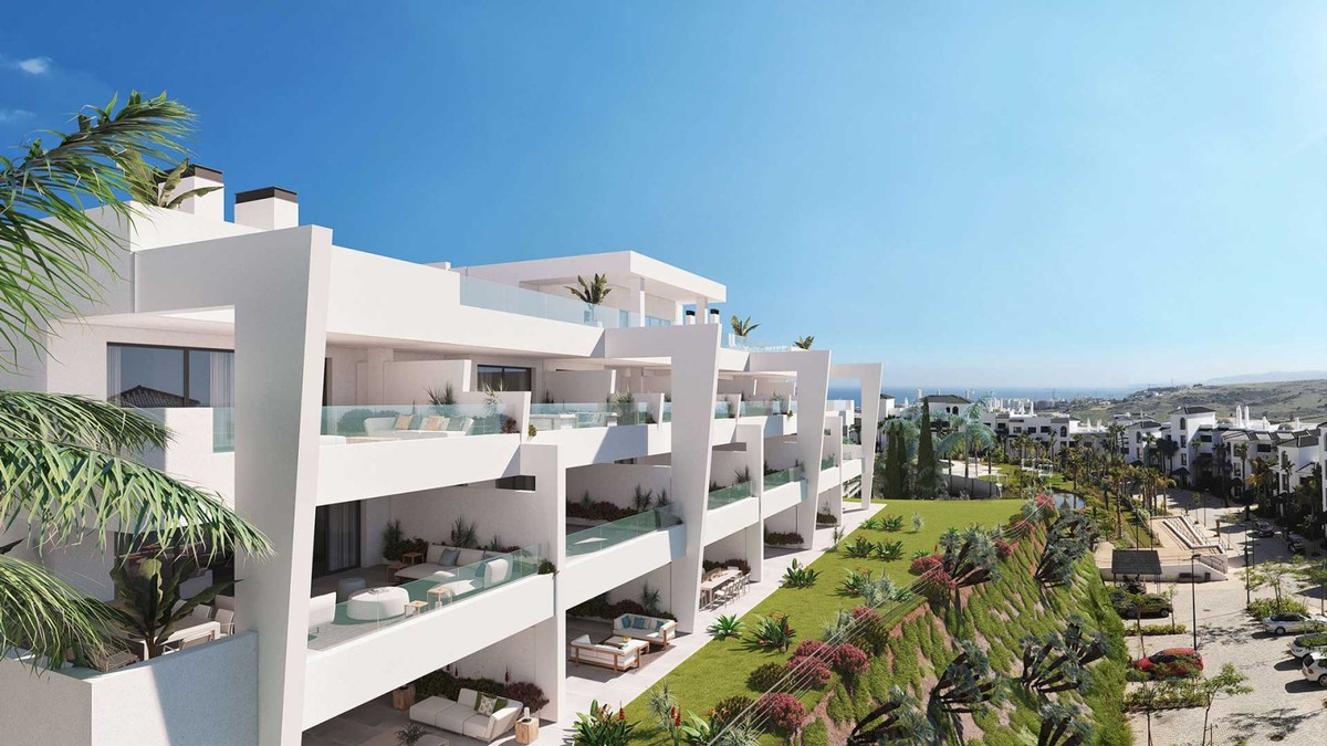 Large Middle Floor Apartment with Sea Views in Estepona